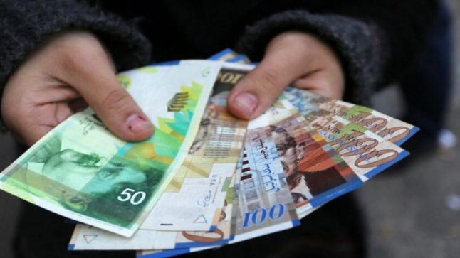 البدء بصرف الدفعة الأولى لمساعدة العائلات الفقيرة المتضررين من كورونا 700 شيكل الأسبوع المقبل