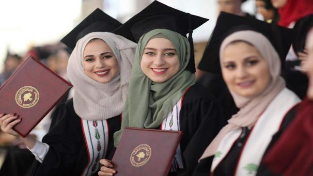 فتح أبواب المساعدات لطلبة الجامعات والكليات بقطاع غزة عن طريق التنمية الاجتماعية